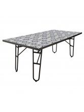 Table de jardin à petits carreaux en ciment