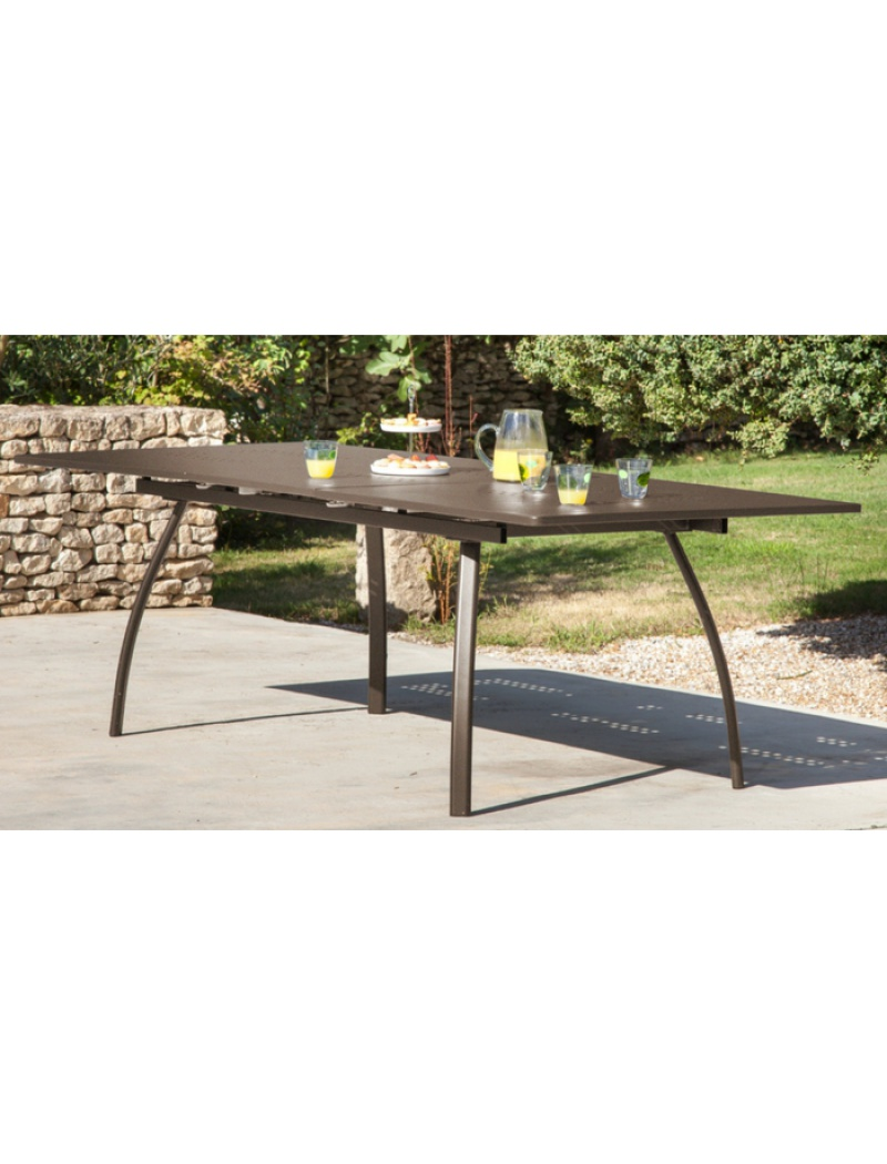 table granada 180 240 rouille avec allonge proloisirs tables de jardin en acier jardin concept. Black Bedroom Furniture Sets. Home Design Ideas